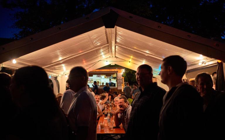 Das Dorffest am Abend