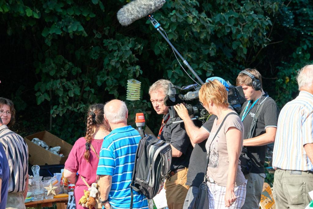 Das Fernsehen auf dem Dorffest